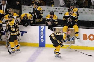 Boston Bruins players react after their loss to the Philadelphia Flyers in Game 7 of their NHL Eastern Conference semi-final hockey game in Boston, Massachusetts May 14, 2010. REUTERS/Brian Snyder