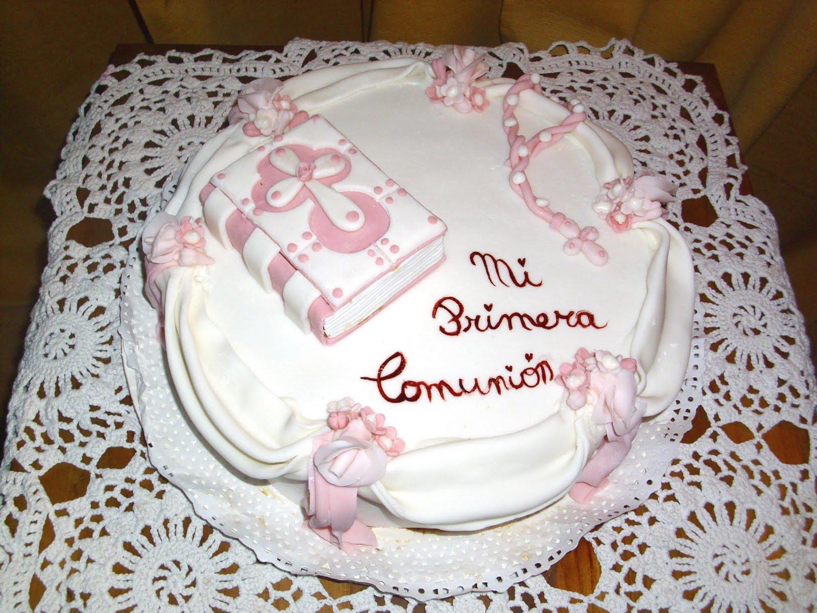 Torta de primera comunión femenina en 2 tonos blanco y rosa.