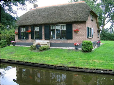 A Village in Holland with no roads