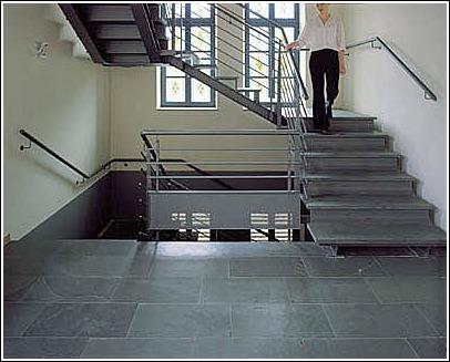 en l formada por un primer tramo seguido de un descansillo amplio y el segundo tramo girando en l escaleras curvas