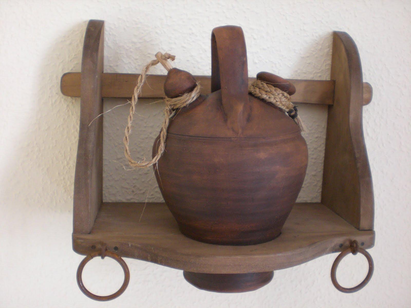 Artesan a r stica en madera botijera de madera con for Artesanias en madera
