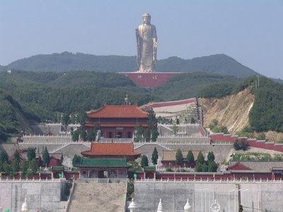 Il Budda d'oro di Lushan, Henan, Cina