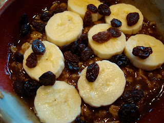 Oatmeal topped with bananas and raisins