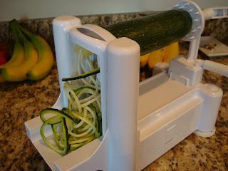 Spiralizer spiralizing a zucchini