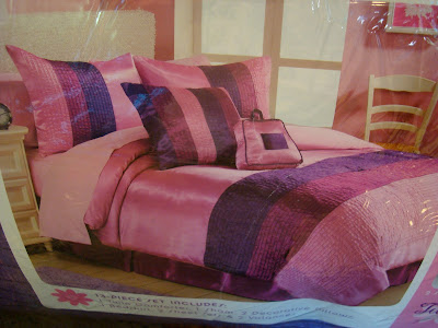Photo of what bedding set would look like on bed