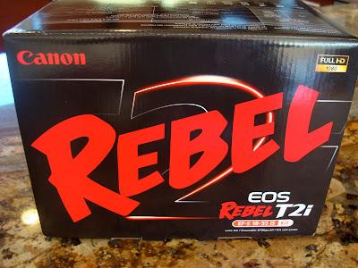 Canon Rebel Eos t2i camera box