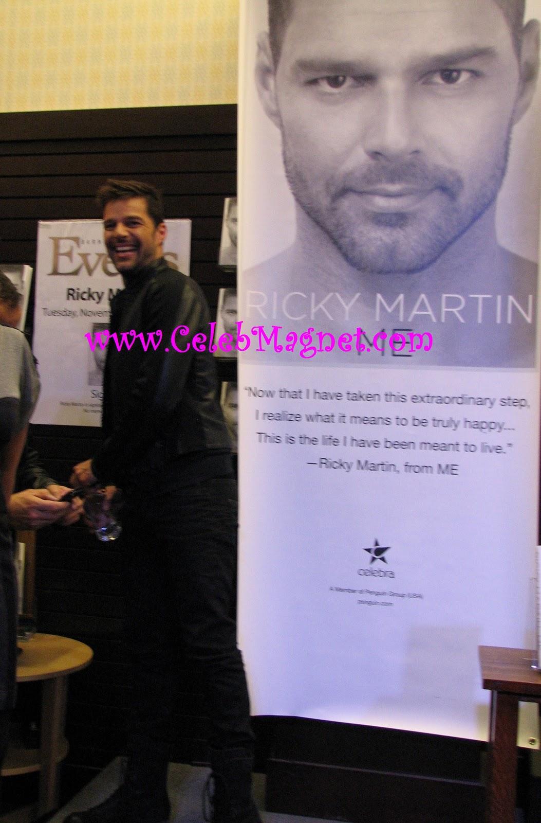 http://2.bp.blogspot.com/_LQQ5FS2UDbY/TNpFKam38RI/AAAAAAAACxs/u_lHaJdaGf4/s1600/Ricky+Martin+Book+Signing+Grove+4.jpg