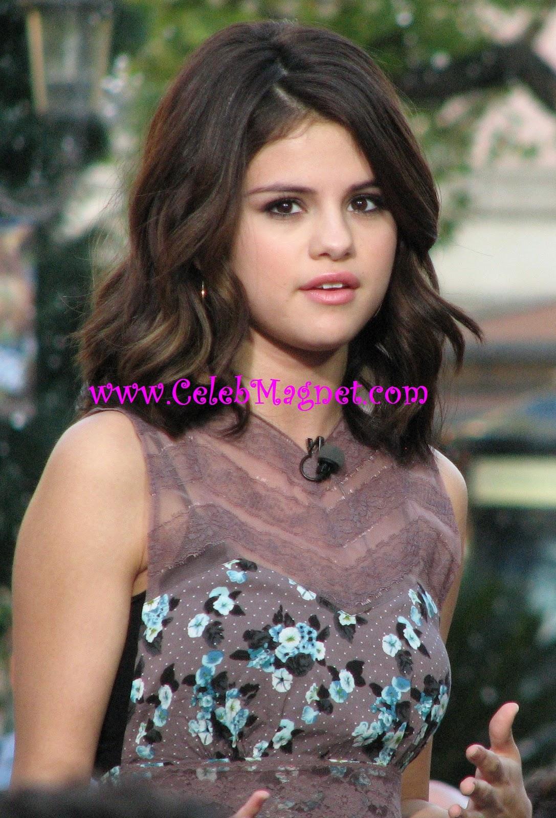 http://2.bp.blogspot.com/_LQQ5FS2UDbY/TNppebhgKxI/AAAAAAAACzI/xzDBLn6EKtc/s1600/Selena+Gomez+Grove+Extra+11.jpg