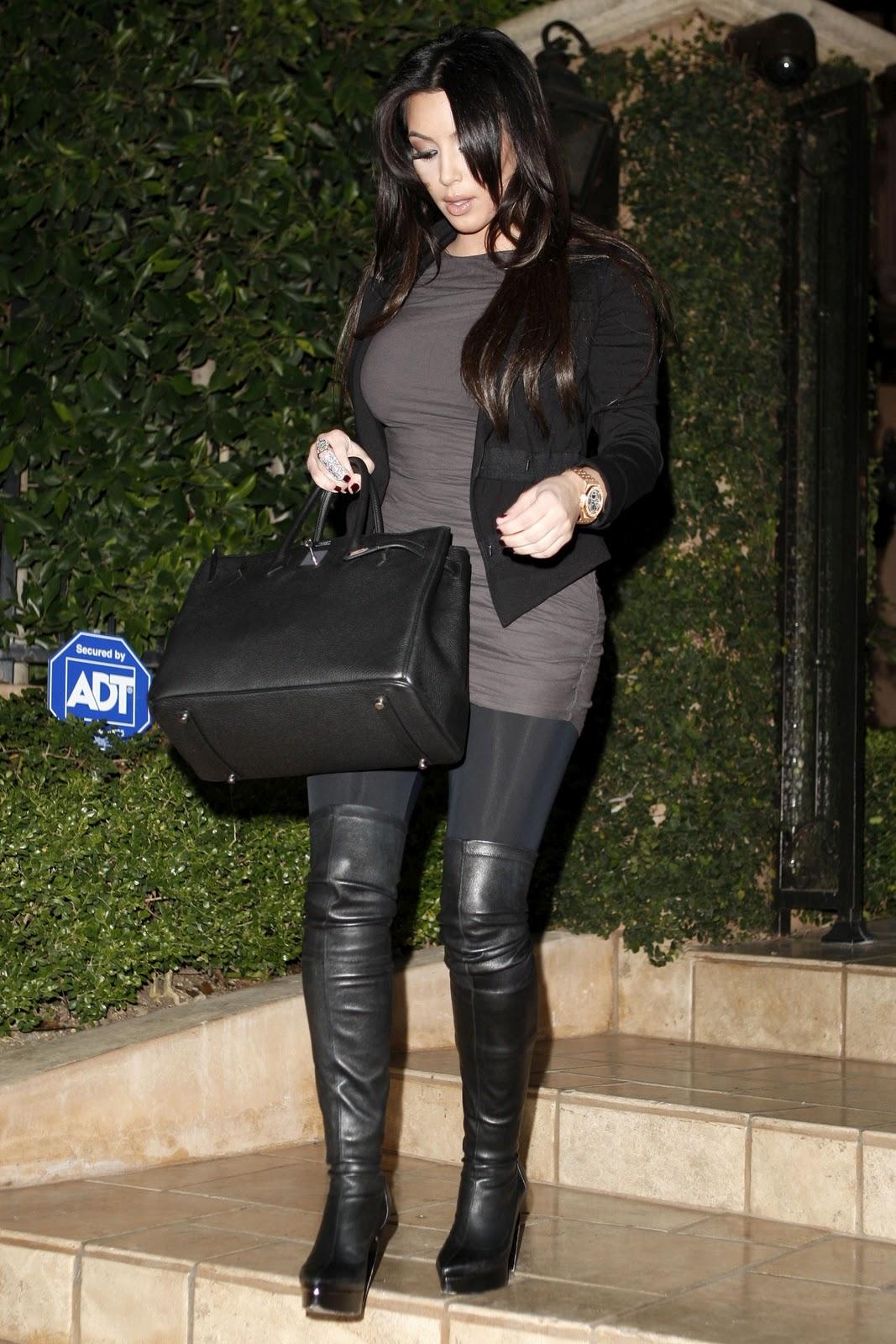 http://2.bp.blogspot.com/_LRzFEyAOGAA/TPUTokANuwI/AAAAAAAADGc/7mr82JQv2nM/s1600/92561-by-william-kim-kardashian-6-123-429lo.jpg