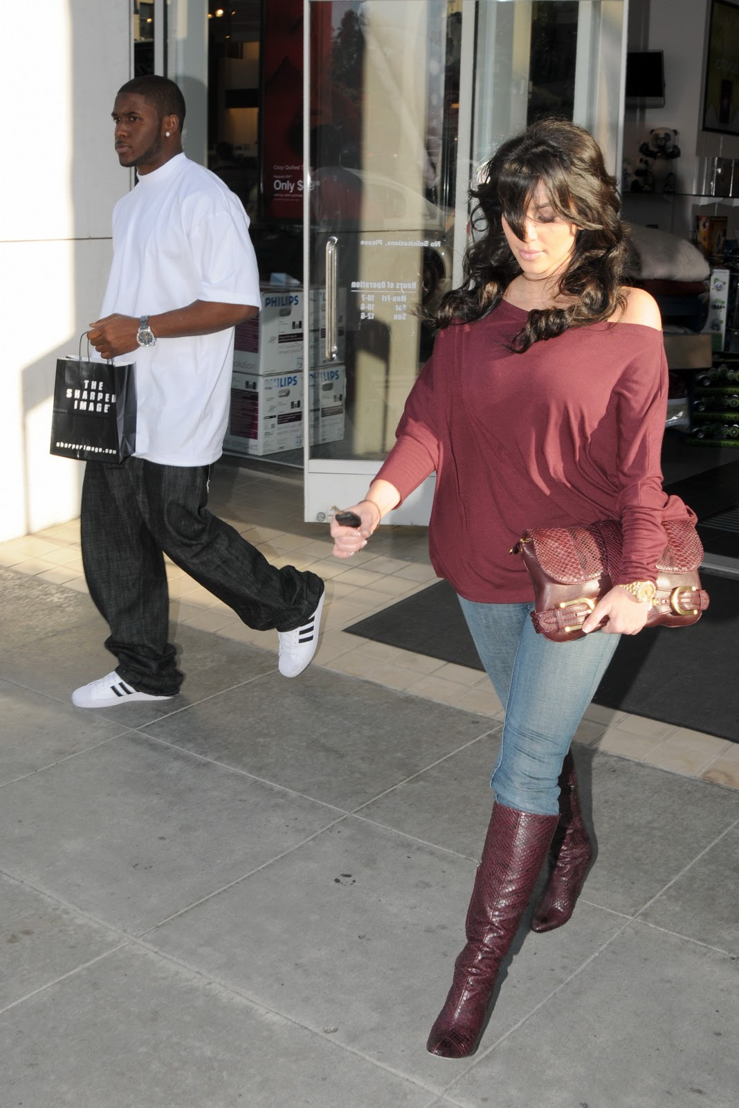 http://2.bp.blogspot.com/_LRzFEyAOGAA/TQnLYN8nYFI/AAAAAAAAD0s/aZaEtySGrDI/s1600/59923_celeb-city_eu_Kim_Kardashian_shopping_in_Beverly_Hills_07_123_1048lo.jpg