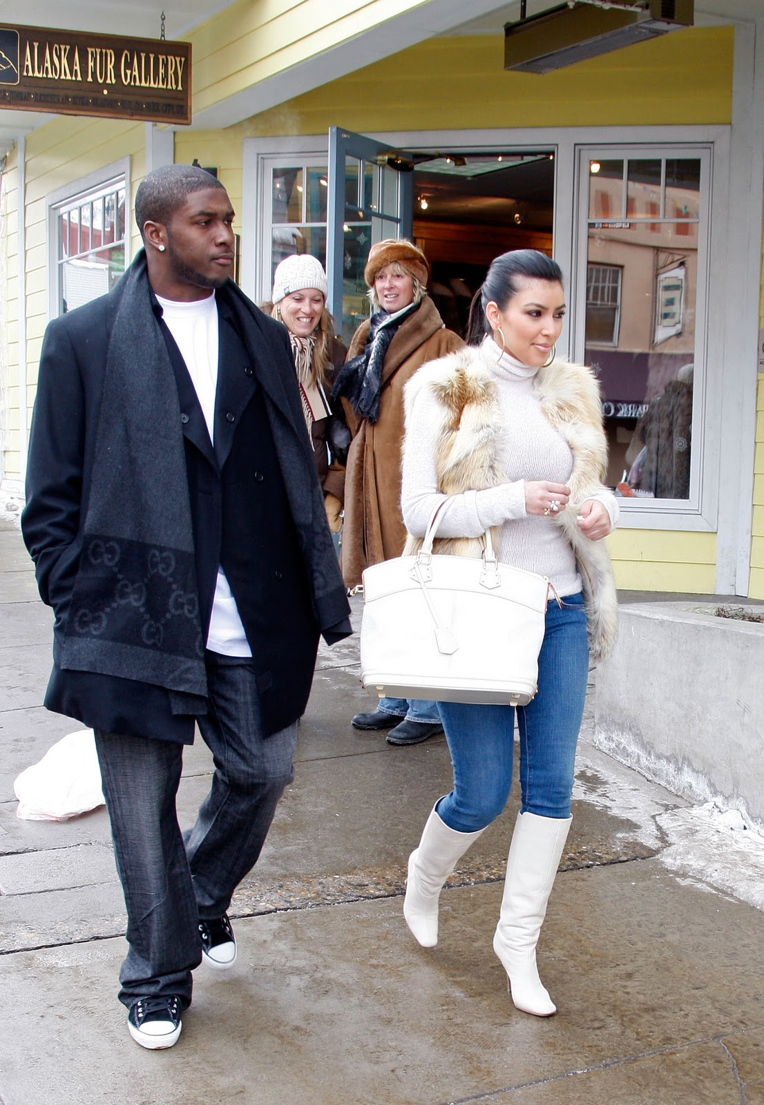 http://2.bp.blogspot.com/_LRzFEyAOGAA/TQnL_J1IimI/AAAAAAAAD14/ykK6lnfV1zM/s1600/85951_celeb-city.org-Kim_Kardashian-2008_Sundance_Film_Festival_Day_333_122_43lo.jpg