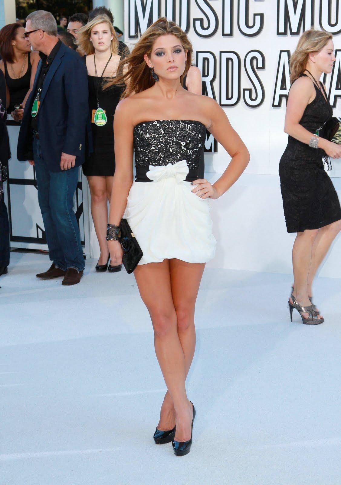 http://2.bp.blogspot.com/_LTi0R8IRkIs/TREtmu1cb7I/AAAAAAAAFZM/xYvNjlZf_rI/s1600/Ashley_Greene_at_the_2010_MTV_Video_Music_Awards_6_122_139lo.JPG