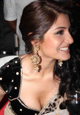 Bollywood Actress: Anushka Sharma Hot Cleavage Exposed