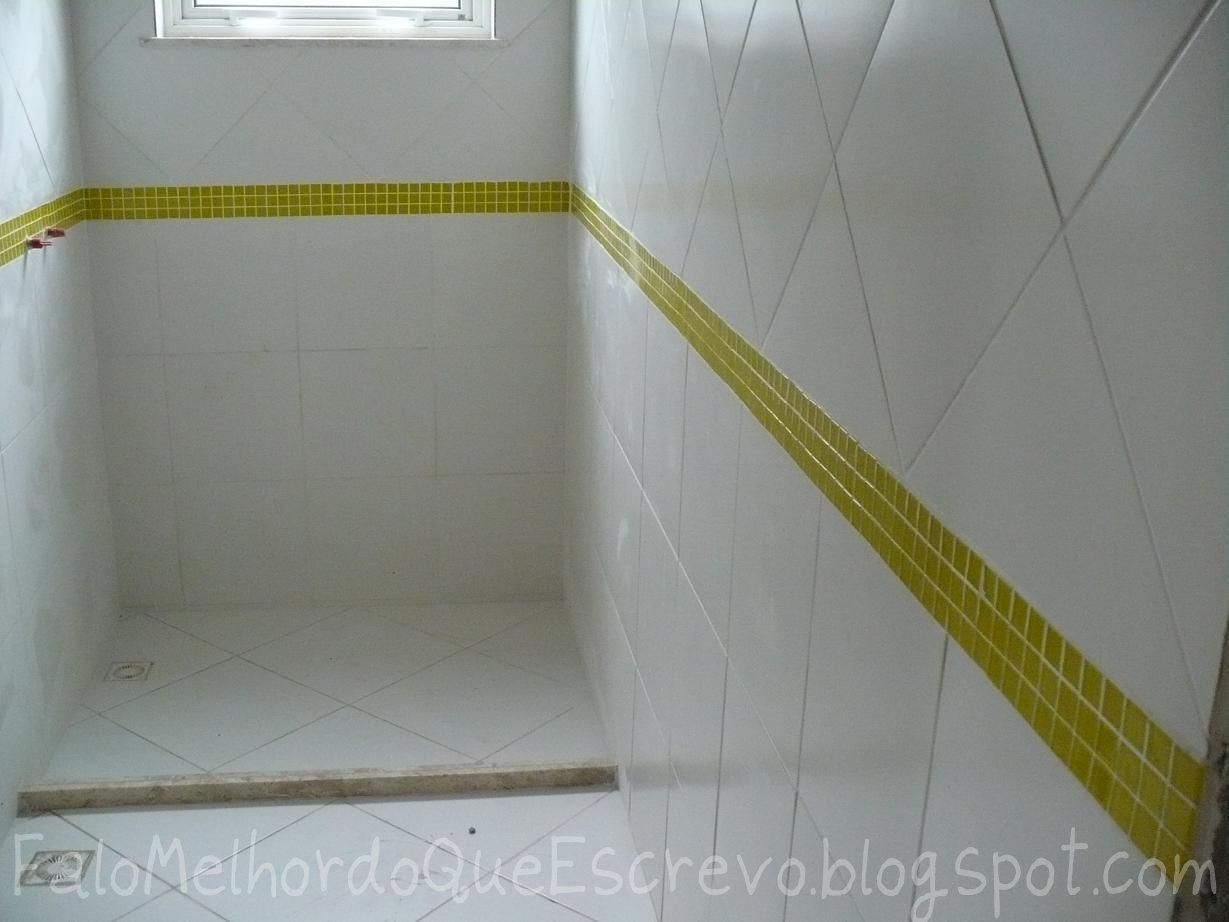 Falo melhor do que escrevo: Os pisos e revestimentos #59511A 1229x922 Banheiro Azulejo Verde
