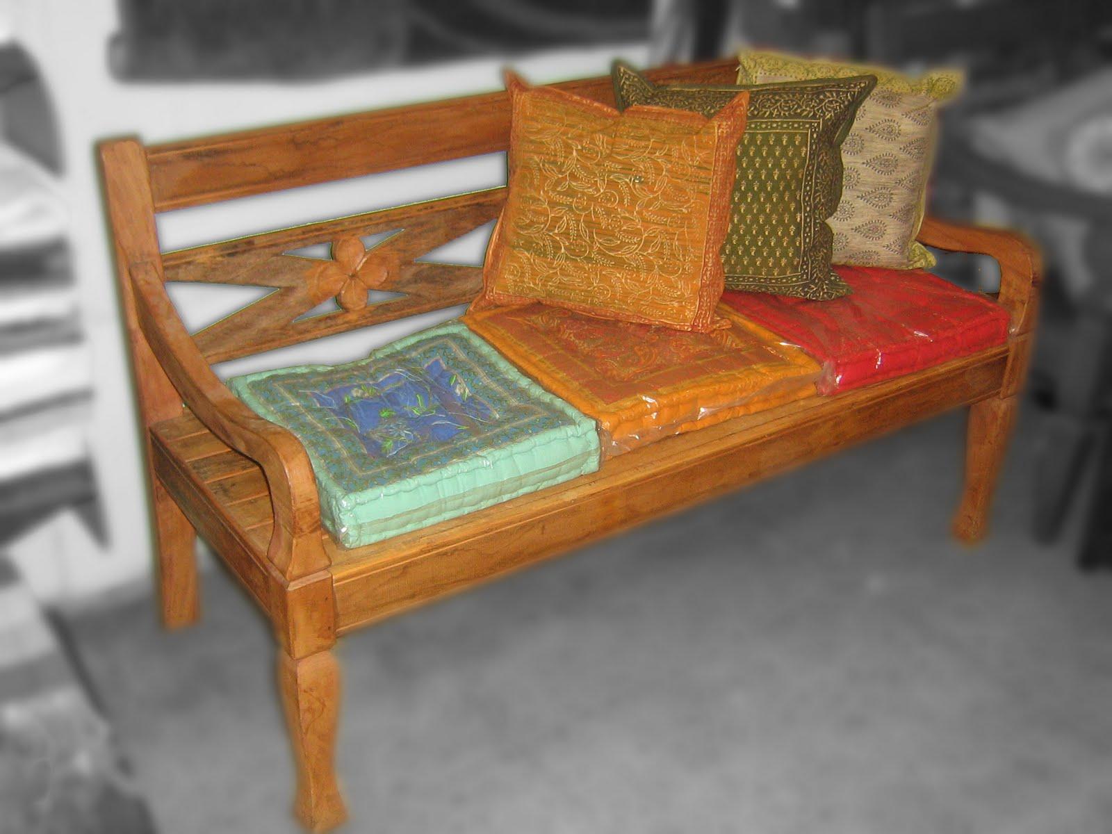 Banco de madeira de demolição hehe e mais almofadas indianas! #A92D22 1600x1200