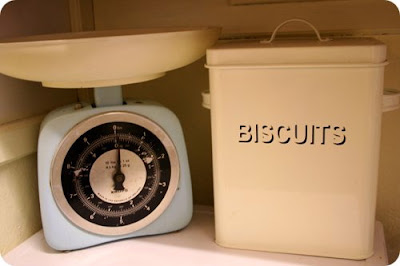 vintage kitchenalia scales and enamel tin @ prettymuchpenniless