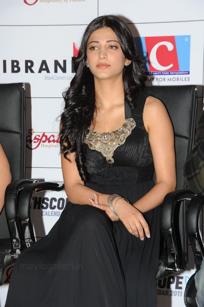 Shruti Hassan at 2011 South Scope Calendar Launch