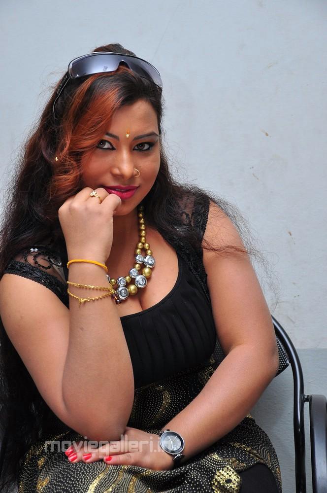 on January 18, 2011 in Hot Stills , Latest Telugu , Telugu Actress