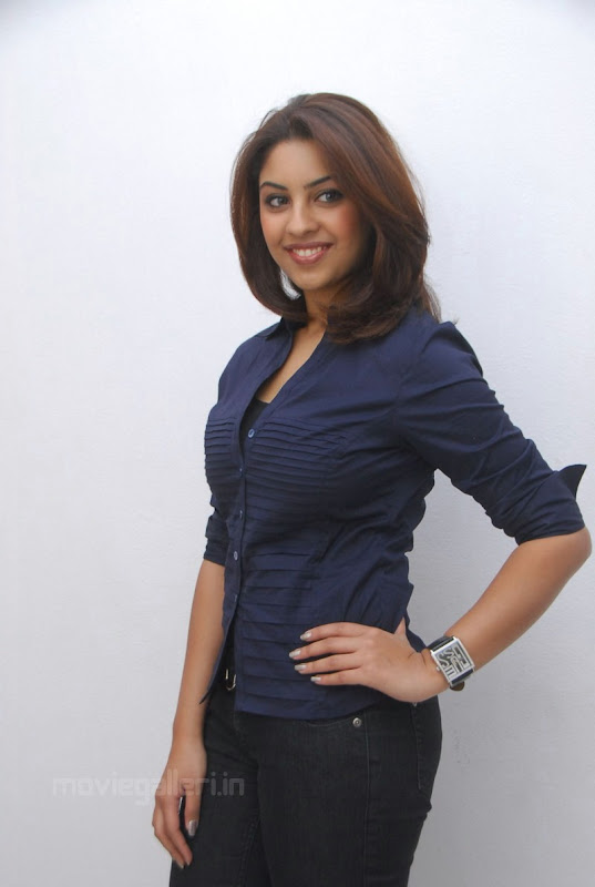 Richa Gangopadhyay Latest Photo Shoot Stills navel show