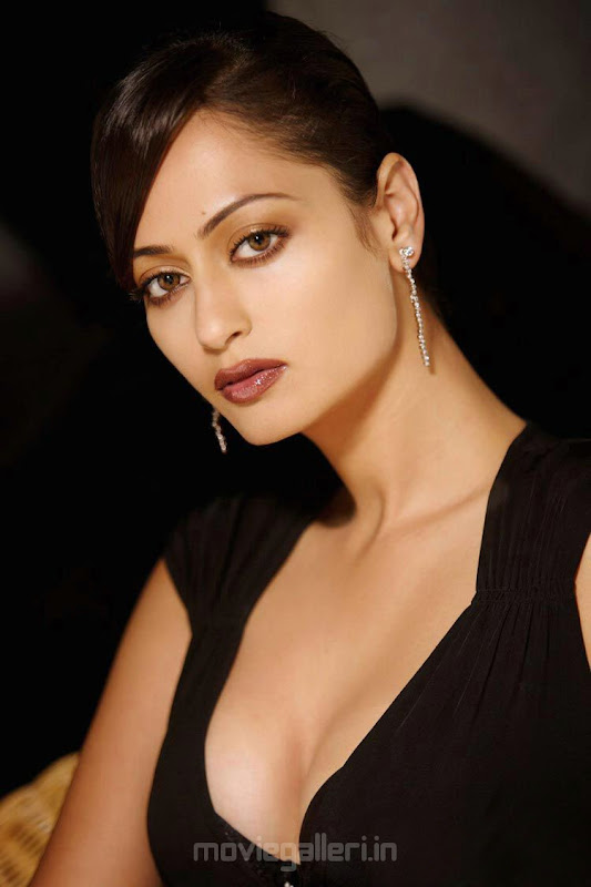 Actress Kaveri Jha Hot Photo Shoot Pictures gallery pictures