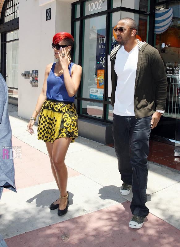 Rihanna e seu namorado em Los Angeles title=