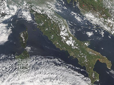 Nebbie chimiche cosparse tramite scie chimiche non persistenti e che tendono ad opacizzare il cielo