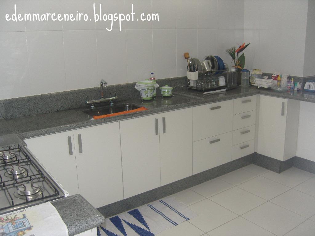 Cozinha planejada sob medida armário sob bancada Edem Marceneiro #694E42 1024x768