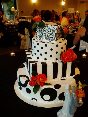 Art Deco Black and White Wedding Cake This art deco wedding cake spotted