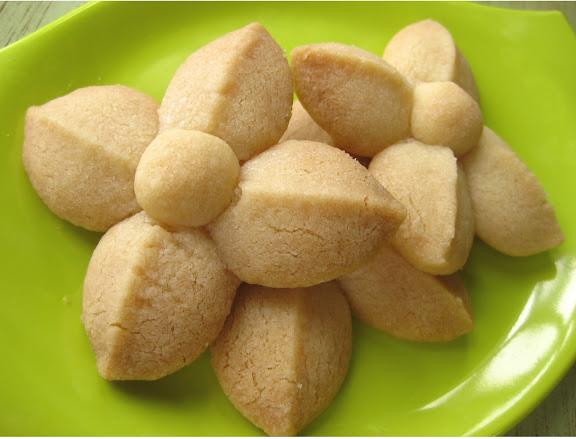 Kleeb Lamduan: Thai Shortbread Cookies ...