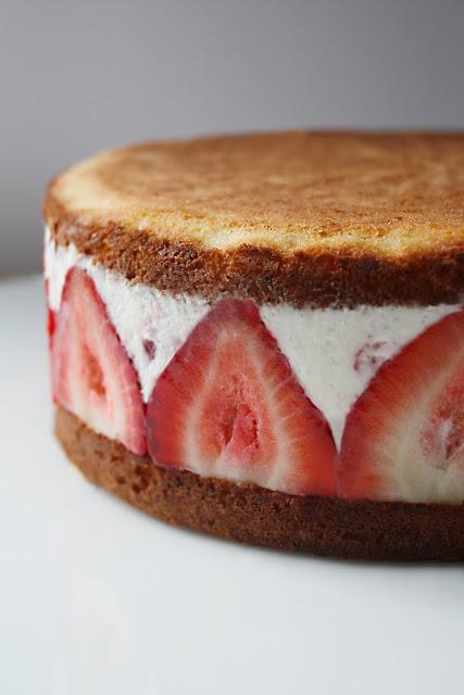 bolo de creme de morango