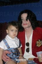 Michael e o caçula Blanket - Ternura e proteção