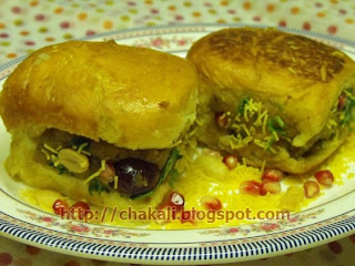 dabeli, mumbai street chat, Mumbai Chat items