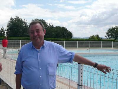 Le blog d 39 aulnois sous laon 2009 la piscine ne connait for Piscine 5 juillet bab ezzouar