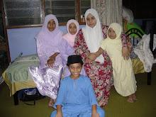 emak, saya dan adik-adik