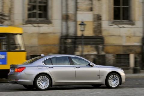 [2009+BMW+7+Series+5.jpg]