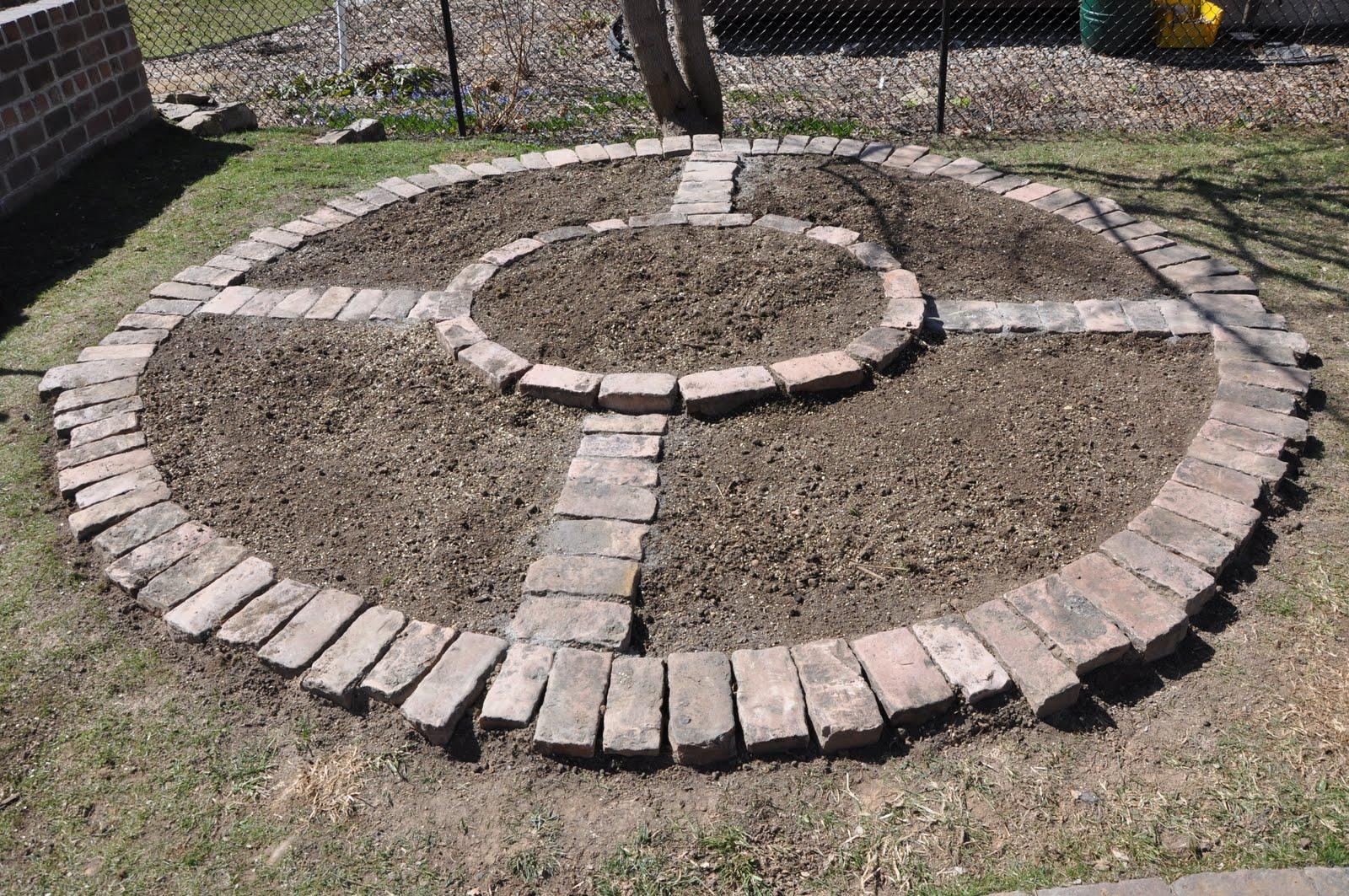 Brick circular flower bed diy gardening and garden for Circular flower garden designs