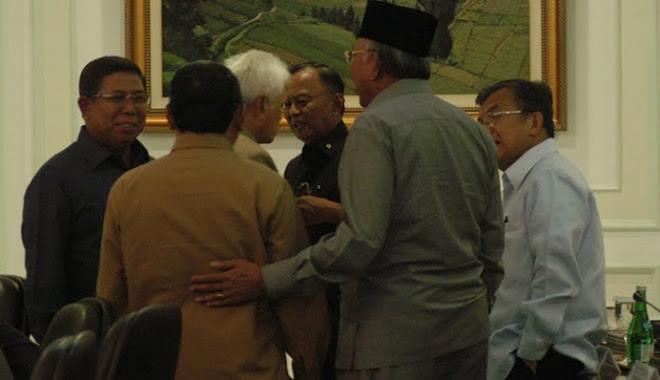 akrabnya para penjahata negara., merencanakan merampok lebih banyak algi dari rakyat indonesia