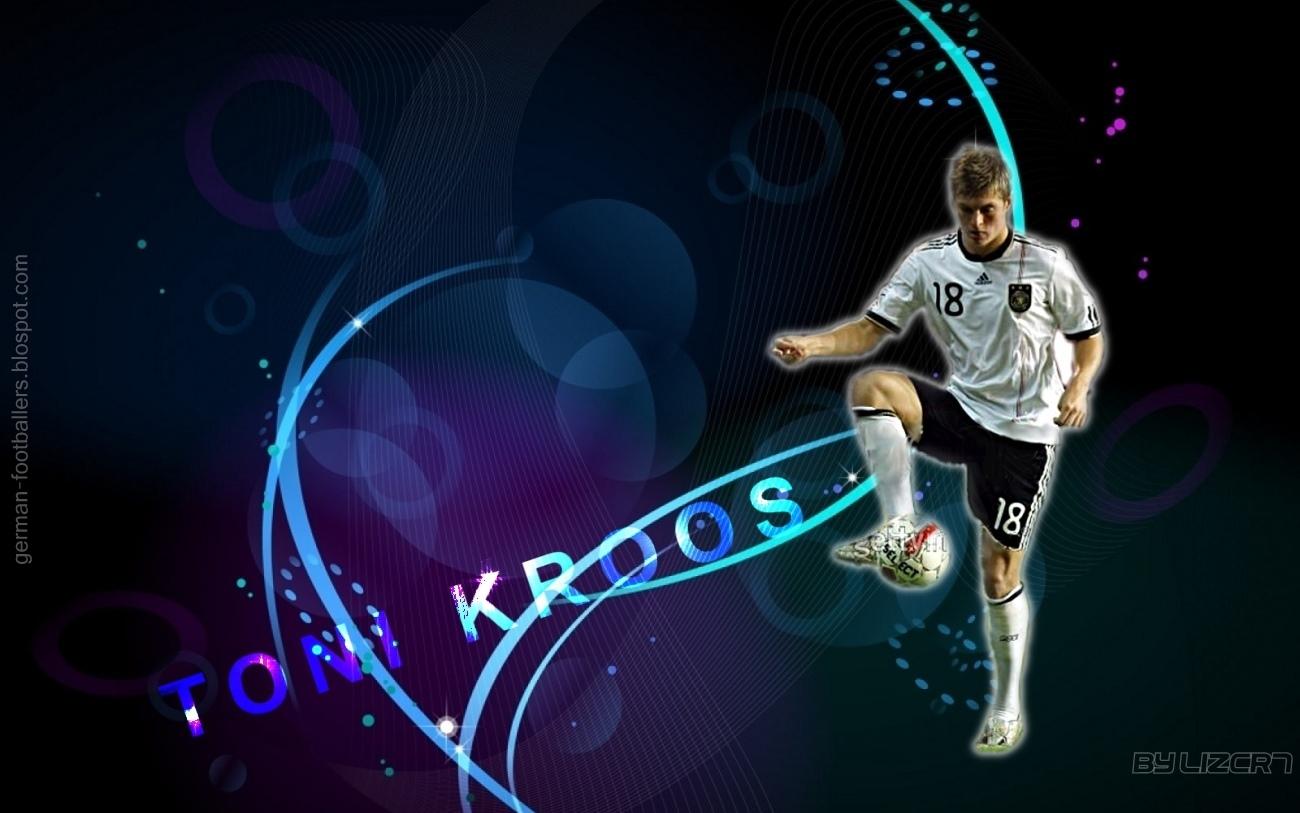 http://2.bp.blogspot.com/_LqnXRSOtxco/TRKm9lNfxjI/AAAAAAAAAEc/7CEBRUBAYtQ/s1600/Kroos+wallpaper.jpg