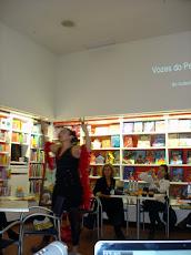 """Isabel Rosete apresentando o seu livro """"VOZES DO PENSAMENTO"""""""