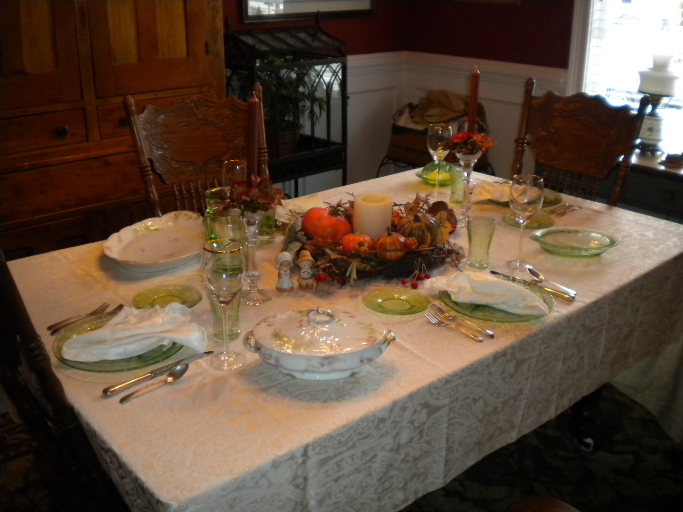 Sherri 39 s jubilee thanksgiving table setting and wedding for How to set a round table for thanksgiving
