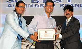 Prof. Arindam Chaudhuri (left) and Mr. Adarsh Hedge, Executive Director, Allcargo Global Logistics (right) giving away the 100 Most Valuable Brands awards to Mr. Lakshmikant Gupta, CMO, LG EIL (center)
