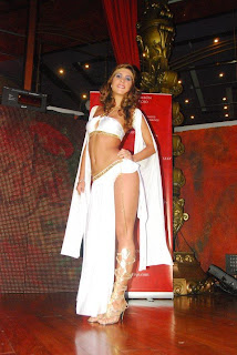 Vanessa Tello Vanessa Tello en desfile de Bom Bom rojo.