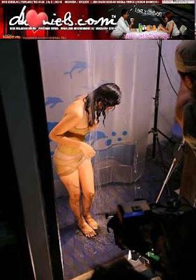 Foto Panas Poppy Bunga Di Film Pemburu Hantu FOTO HOT
