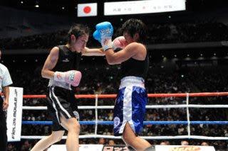 小関3度目の防衛-WBC女子アトム級