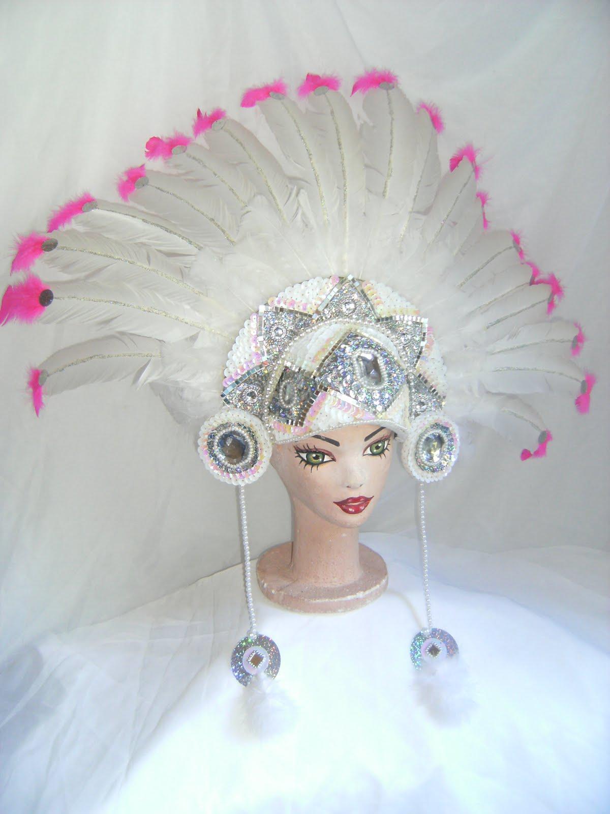 Tocado de india bordado en lentejuelas blancas y espejos y plumas de pato dd41d926247