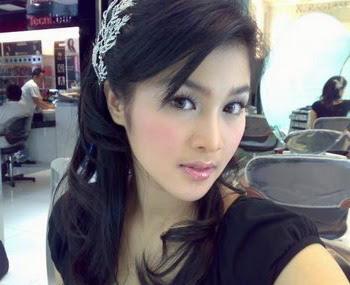 Foto Hot dan Bugil Sandra Dewi Di Laptop Ariel