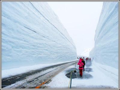 bukanklikunic.blogspot.com - Gunung Salju Yang Di Belah Di Jepang (pict)