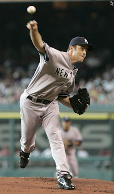 Mussina Wins 10th, Propels Yankees to 8-4 Win