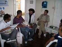 O coordenador de literatura da Fundarpe, Samarone Lima, conversa poetas e públicos após palestra