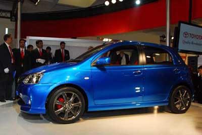 Mobil Toyota Etios 2012 Reviu